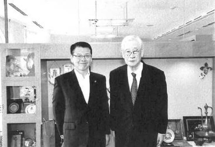 小野達也・伊東市長と著者。