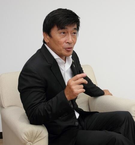 福岡県中間市長 福田 健次(ふくだ けんじ)昭和35年生まれ、石川県出身、高知大学理学部数学科中退。「あぶない刑事」、「ゴジラ」など、アクション俳優として活動し、TNC「ももち浜ストア」では、福岡の朝の顔として17年間メインパーソナリティを務めた。平成29年より現職、二期目。